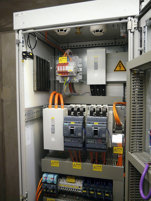 Kws Saat Nutzt Eplan Plattform Fr Den Sondermaschinenbau E Plan Electrical Schaltschrank Bild